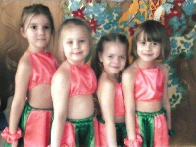 девочки в костюмах